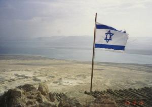 Bendera Israel di tanah Gaza